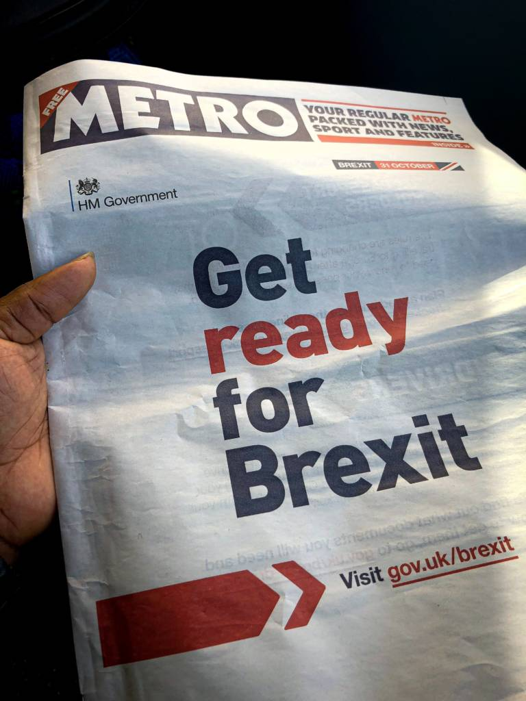 """Page de couverture du journal metro au Royamue-Uni. Celui-ci titre à la une """"Get ready for Brexit"""". (Soyez prêt.e.s pour le Brexit). Des changements sont à prévoir dont la fin du """"Free Sky"""" avec l'UE"""